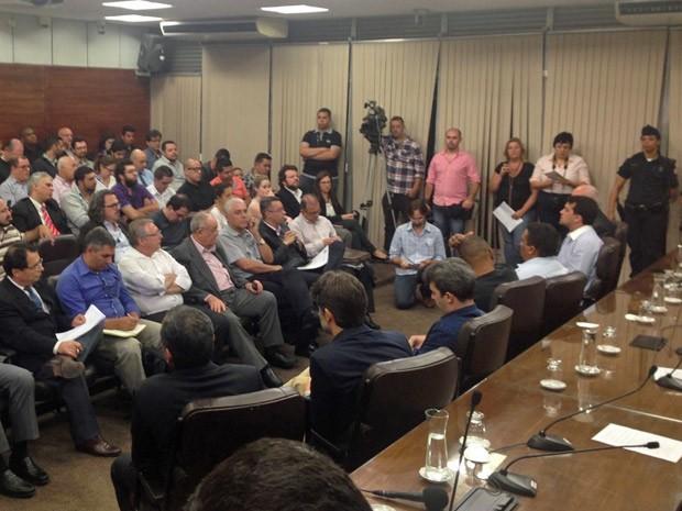 Taxistas e representantes da Uber fazem debate na Câmara Municipal de São Paulo (Foto: Roney Domingos/G1)