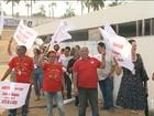 Professores e funcionários da UFMA protestam em São Luís, MA