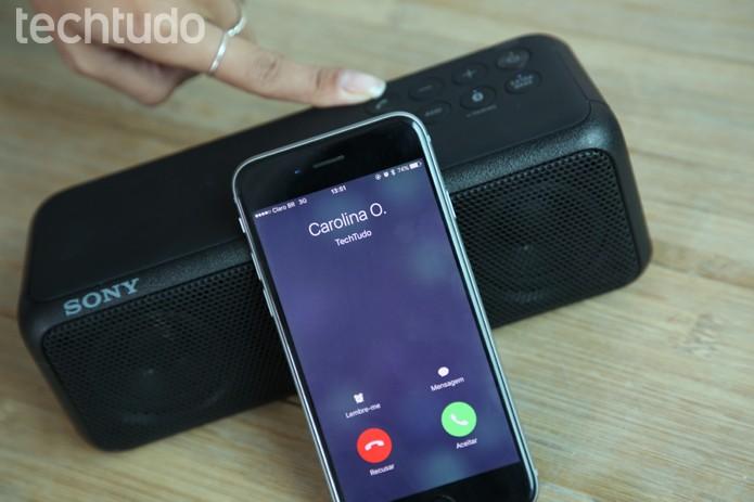 SRS-XB3 serve como alto-falante para chamadas telefônicas (Foto: Gabrielle Lancellotti/TechTudo)