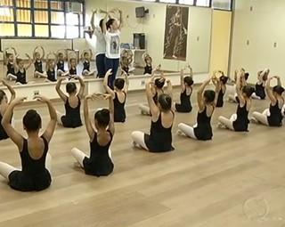 'Dança e Magia' ensina 300 alunos de Barra Mansa, Volta Redonda e Resende (Foto: Reprodução RJTV 2ª Edição)