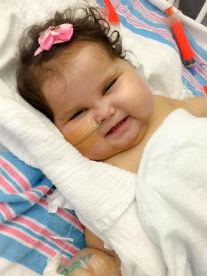 Sofia deixou a UTI e segue internada em quarto do hospital, em Miami, segundo a mãe (Foto: Patrícia de Lacerda/'Ajude a Sofia')