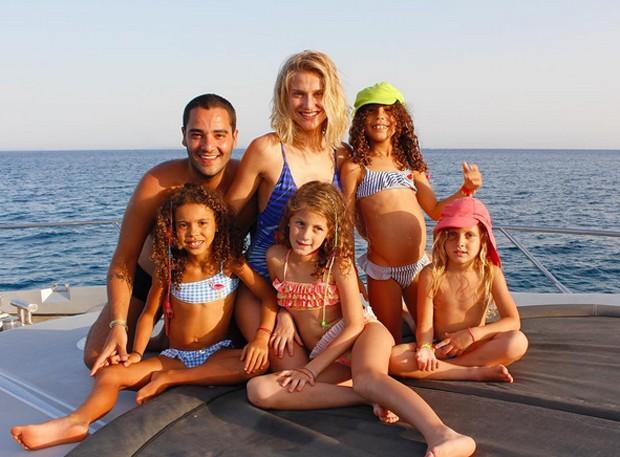 Murillo Lima posta foto com Celina Locks e as filhas de Ronaldo, Maria Alice e Maria Sophia (Foto: Reprodução / Instagram)