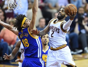 Kyrie Irving Cleveland Cavaliers Anderson Varejão Golden State Warriors NBA final (Foto: Reuters)