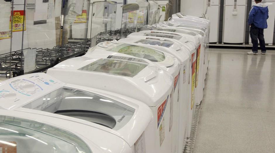 Para economizar, consumidor troca máquina de lavar por tanquinhos (Foto: Estadão Conteúdo)