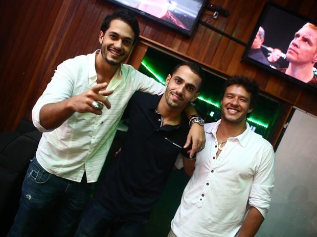 Raphael Viana, Markin Junior e Nando Rodrigues em festa na Zona Oeste do Rio (Foto: Raphael Mesquita/ Divulgação)