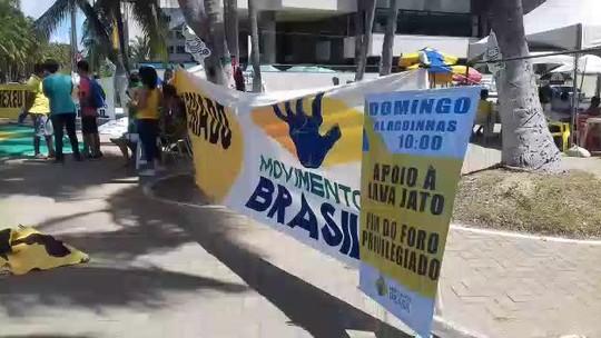 Grupo faz ato em defesa da Operação Lava Jato na orla de Maceió