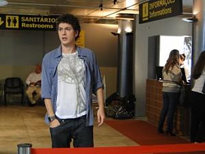 Gabriel vai ao aeroporto (Foto: Malhação / TV Globo)