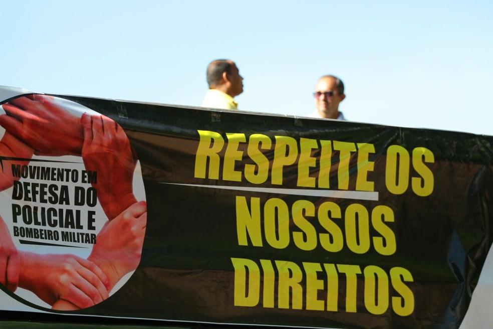 Entre as reivindicações, categoria pede melhores condições de trabalho (Foto: Marlon Costa/Pernambuco Press)