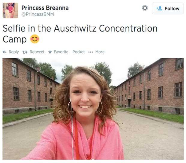 Selfie de Breanna em Auschwitz: ela foi linchada virtualmente (Foto: Reprodução/Twitter)