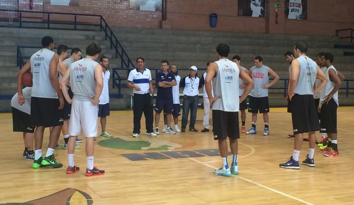 brasilia treino basquete (Foto: Fabrício Marques)