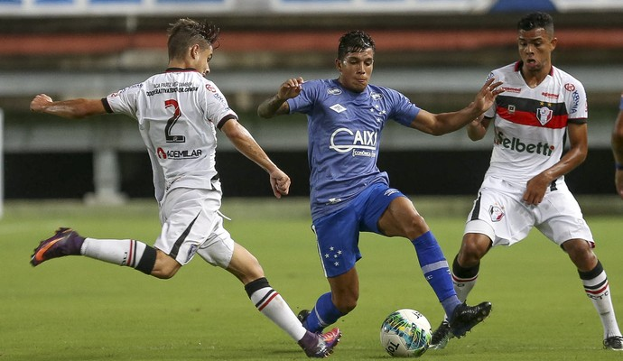 Lucas Romero; Cruzeiro; Joinville (Foto: Geraldo Bubniak/Light Press)
