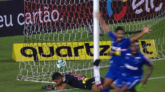 "Lateral, primeiro e segundo volante: polivalente Hudson vira ""arma"" no Cruzeiro"