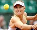 Sharapova leva 'pneu', se recupera e encontra Azarenka na semi em Paris
