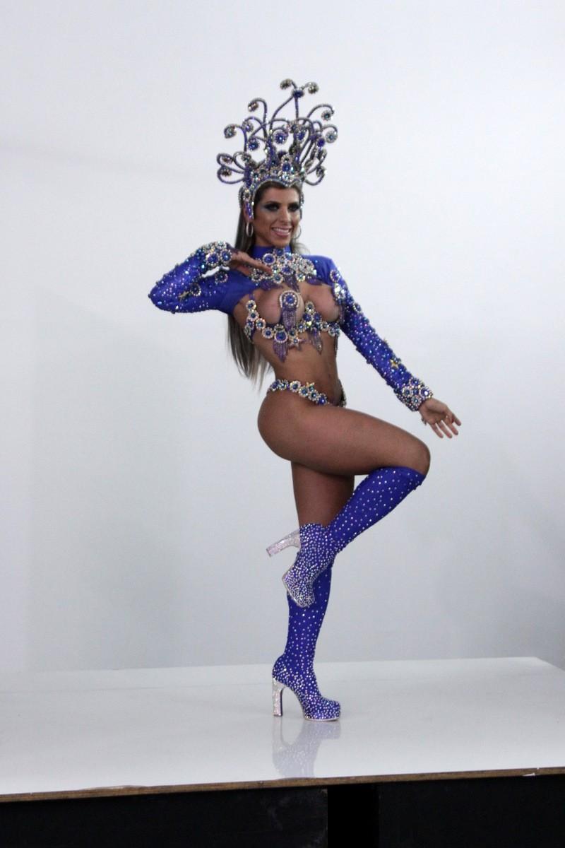 cb5e7a5d8 Ana Paula Minerato e Tati Minerato posaram para a revista Carnaval  Brasileiro na tarde de terça-feira ...
