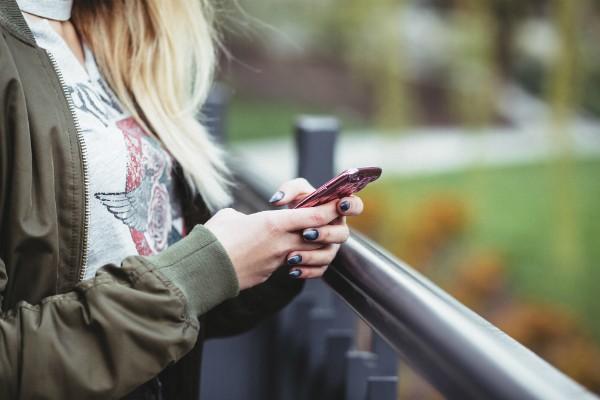 Instagram teria impacto negativo entre os jovens, principalmente as do sexo feminino (Foto: Freestocks)