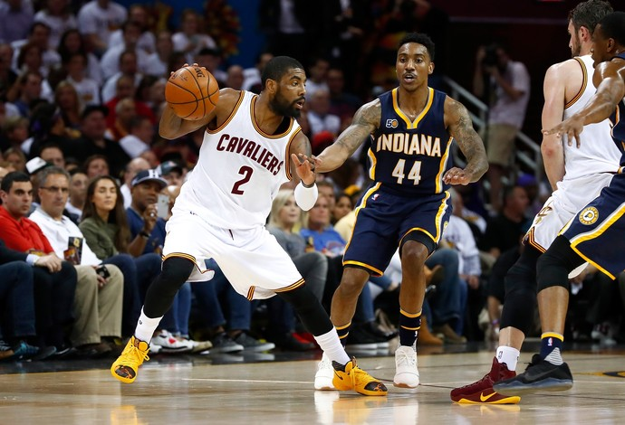 Kyrie Irving foi o cestinha na vitória do Cleveland Cavaliers sobre o Indiana Pacers (Foto: Getty Images)