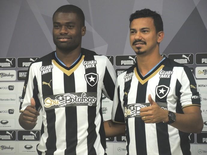 Serginho e Rodrigo Lindoso são apresentados no Botafogo (Foto: Marcelo Baltar / GloboEsporte.com)