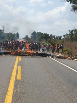 Indígenas em protesto bloquearam a BR-316, no MA (Foto: PRF)