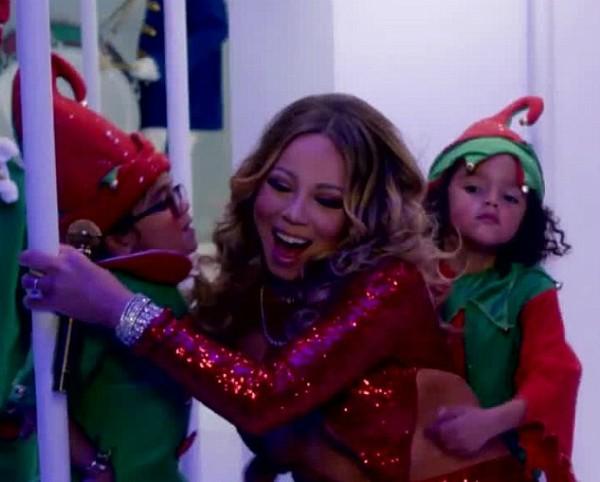 Mariah Carey com os dois filhos no clipe de Natal (Foto: Instagram)