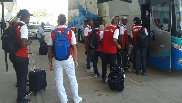 Santa Cruz desembarca em Cuiabá (Foto: Flávio Santos/TVCA)