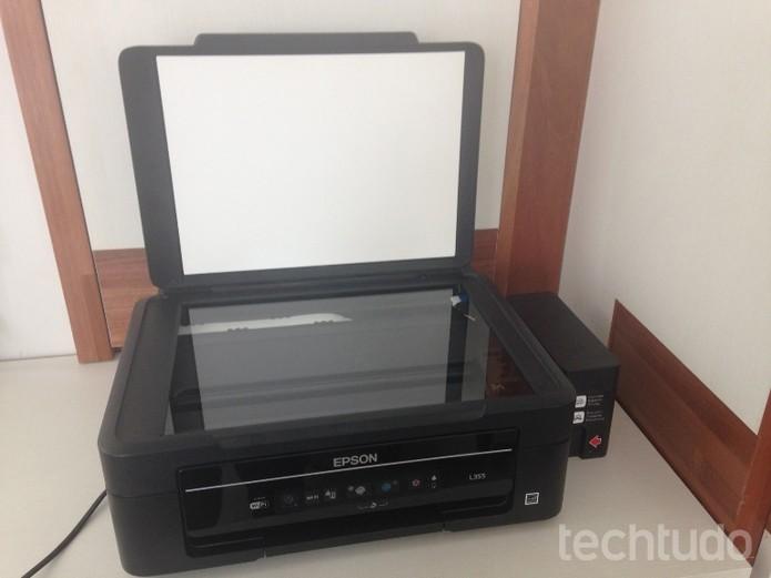 Epson L355 permite scannear documentos em preto e colorido  (Foto: Reprodução/Laura Martins)