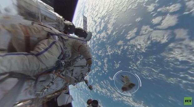 Vídeo gravado no exterior da Estação Espacial Internacional (Foto: Reprodução/Youtube)