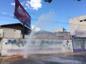 Água atingiu a fiação elétrica (Foto: Mariane Peres/G1)