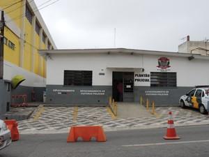 Fachada do Distrito Central de Polícia de Suzano (Foto: Douglas Pires/G1 Mogi das Cruzes e Suzano)