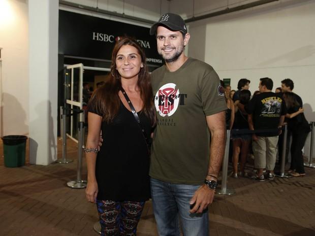 Giovanna Antonelli e o marido, Leonardo Nogueira, em show no Rio (Foto: Felipe Panfili/ Ag. News)