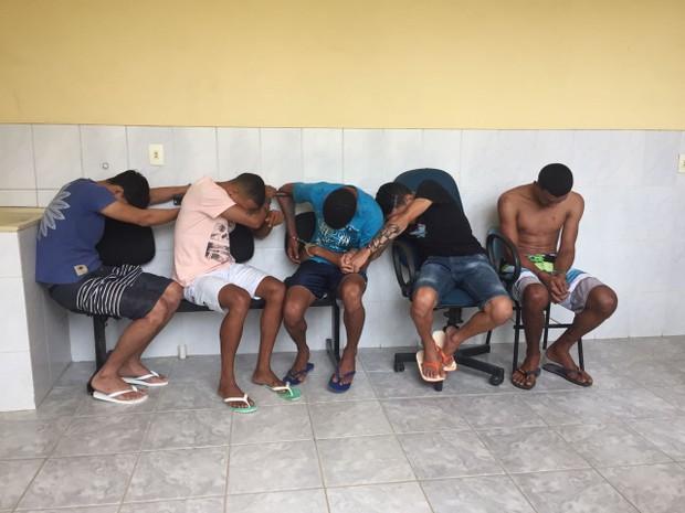 Cinco pessoas foram presas por diversos crimes em Joanésia e Ipatinga (Foto: Farley Vasconcellos / Intertv dos Vales )