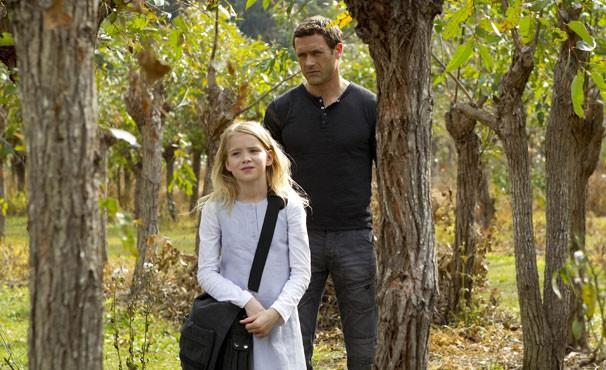 Jim encontra Leah na floresta (Foto: Divulgação / Twentieth Century Fox)