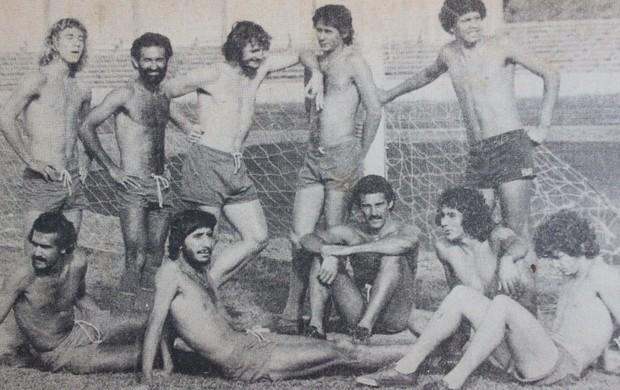 time do Brasília treina no estádio Mané Garrincha em 1977 (Foto: arquivo pessoal)