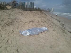 Corpo do adolescente Lucas Silva encontrado na praia de São Marcos (Foto: Zaqueu Júnior/TV Mirante)