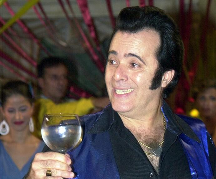 Tony Ramos adotou topete e costeletas para personagem de 2001 (Foto: João Miguel Júnior / TV Globo)