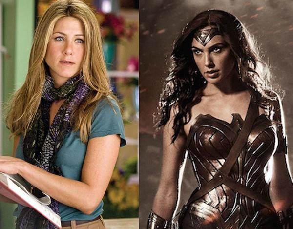 Jennifer Aniston em 'O Amor Acontece' (2009) e Gal Gadot no filme 'Mulher-Maravilha' (2017)  (Foto: Divulgação)