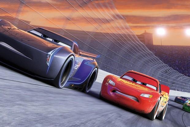 """Relâmpago McQueen diante da sua """"data  de validade"""" (Foto: Divulgação)"""