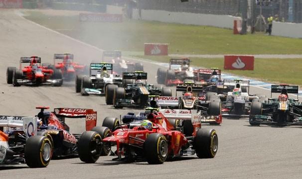 Pilotos disputam prova em pista com curvas fechadas (Foto: AFP / Reprodução: Globoesporte.com)