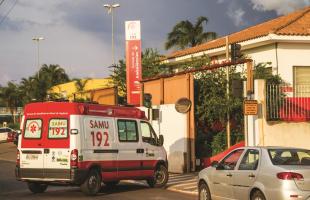 Promotores visitaram a sede do Samu em Araraquara (Foto: Deivide Leme/Tribuna Impressa)