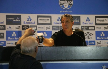 """Ídolo, Renato ganha cerveja do presidente e """"cobra"""" estátua na Arena"""
