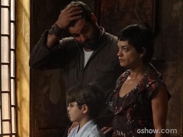 Toni fica sem graça e Hilda vai embora, arrasada (Foto: Joia Rara/TV Globo)