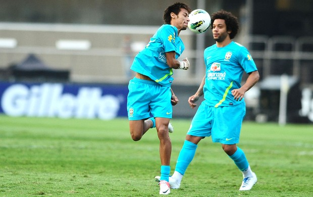 Neymar e Marcelo, treino Seleção, Morumbi (Foto: Marcos Ribolli / Globoesporte.com)