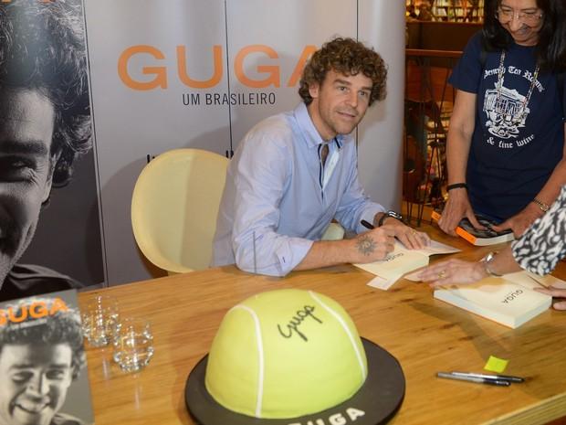 Gustavo Kuerten em lançamento de livro em São Paulo (Foto: Francisco Cepeda/ Ag. News)