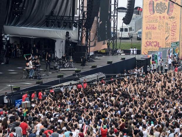 Público aproveita show do Alt-J (Foto: Marcelo Brandt/ G1)