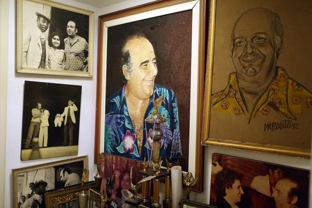 Vitoria Cury mostra acervo de lembranças do pai, Bolinha (Foto: Iwi Onodera/ EGO)