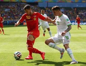 Hazard e Medjani Bélgica x Argélia (Foto: Getty Images)