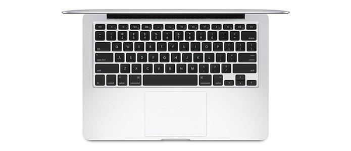 Nos modelos base de 13 polegadas, a grande diferença está no tamanho do SSD de cada um (Foto: Divulgação/Apple)