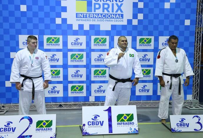 Wilians Araújo (ao centro) judô paralímpico Rio 2016 (Foto: Guto Marcondes/CPB/MPIX)