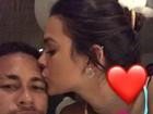 Assumiram! Neymar ganha beijo de feliz ano novo de Bruna Marquezine