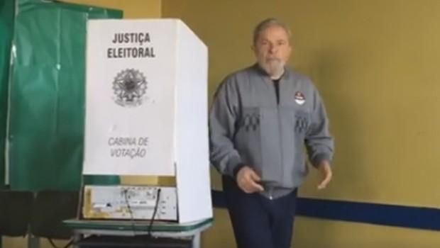 Lula vota em São Bernardo do Campo (Foto: Reprodução/Facebook)