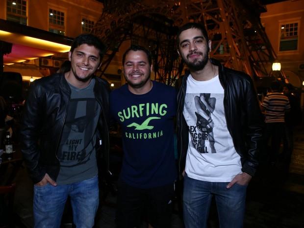 Bruno Gissoni, o empresário Rolph Duarte e Miguel Rômulo em restaurante na Zona Oeste do Rio (Foto: Raphael Mesquita/ Divulgação)